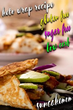 Looking for a way to hide all that vegetables or just a practical way to gobble up everything at one go? With a low carb wrap everything is possible! Wrap Recipes, Low Carb Recipes, Sun Cake, Low Carb Wraps, Bun Recipe, Raw Vegetables, Pork Rinds, First Bite, Low Carb Bread