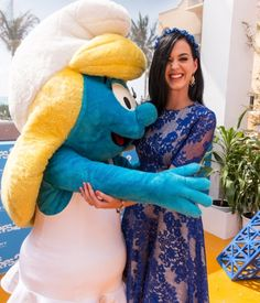 Katy Perry hugs Smurfette at 'The Smurfs 2'photocall in Mexico.