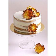 La recette du gâteau et des fleurs ananas sur le blog  #supadupamama#frenchpastry#pastry#cakeoftheday#instafood#instacake#pineapple#pineapplecake#pastrycook#layercake#flowers#recipeoftheday#love#sweet#picoftheday#bordeaux#weddingcake#bohocake