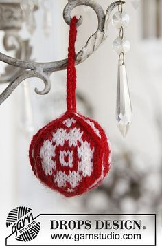 Interior - Free knitting patterns and crochet patterns by DROPS Design Knit Christmas Ornaments, Christmas Rose, Christmas Knitting, Christmas Balls, Christmas And New Year, Christmas Crafts, Knitting Patterns Free, Free Knitting, Free Pattern