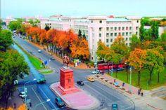 Birçok kişiye hayal gibi gelse de günümüzde artık yurtdışında tahsil görmek oldukça kolay bir durum haline gelmiş olup, fakat danışmanlık hizmeti almadan birçok öğrencinin de pişman olduğunu söyleyebiliriz. Bulgaristan üniversiteleri üzerine tercih yapmak için yurtdışında üniversite okumak isteyenlere özel danışmanlık hizmeti veren kuruluşlarla iletişime geçerek hareket etmeniz daha sağlıklı olacaktır. Bu ülkeye örnek verecek olursak 1917 yılında kurulan Sofya Tıp Üniversitesi ülkenin en…