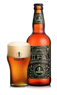Cerveja Artesanal Schornstein IPA  É uma cerveja forte e escura do estilo IPA, com um volume de teor alcoólico de 6,5%, tem coloração âmbar clara e boa formação de espuma de boa duração. Ao primeiro momento as notas cítricas de lúpulos vêm ao nariz, em seguida o aroma maltado e ao final um gostinho de floral e frutas exóticas. O amargo é típico do início ao final.