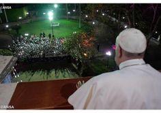 Перший день перебування Папи Франциска в Єгипті завершився приїздом до Апостольської Нунціатури в Каїрі, де його співом привітала група дітей з католицької школи, яку провадять місіонери та місіонерки Комбоніяни, які тут трудяться 150 років. А після вечері Папа �