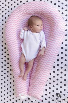 Ninho para bebês de 0 a 5 meses. Modelo Europeu, exclusividade Margarida. Aconchego e Segurança para os bebês desde os primeiros dias. <br>Simula o espaço do útero materno. <br>Não permite que o bebê role ou sufoque. <br>Dispensa o uso de protetores, rolinhos, almofadas. <br>Fácil de transportar, pode-se colocar o bebê para dormir em qualquer colchão ou sofá. Prático para levar para a casa da vovó. <br>Lavável à máquina.