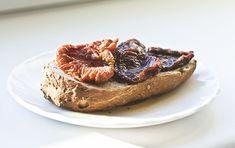 Domowe suszone pomidory » Jadłonomia · wegańskie przepisy nie tylko dla wegan Lima, French Toast, Vegan, Breakfast, Desserts, Food, Morning Coffee, Tailgate Desserts, Limes