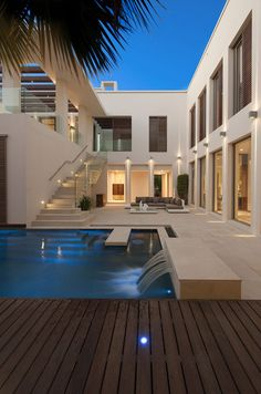The LW Architecture, a company that has just come to Brazil, signed this incredible project in Dubai. Mansion Interior, Dream House Interior, Luxury Homes Dream Houses, Modern Architecture House, Modern House Design, Architecture Design, Modern Houses, Dream Mansion, Home Fashion