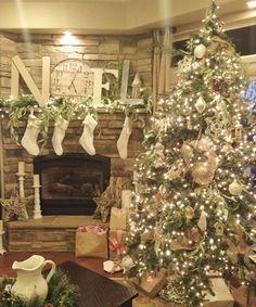 Noel Christmas tree- I love white decor for Christmas! Very pretty. Christmas Mantels, Noel Christmas, Merry Little Christmas, Country Christmas, All Things Christmas, White Christmas, Christmas Tree Decorations, Christmas Photos, Christmas Lights