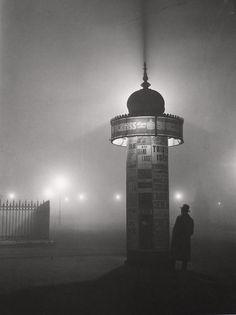 brassa, colonne morris, dans le brouillard, paris, c. 1933