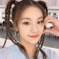 Photo album containing 5 pictures of Yeji Kpop Girl Groups, Kpop Girls, K Pop, Cute Girls, Cool Girl, Just The Way, Girl Crushes, Korean Girl, My Girl