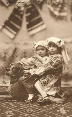 Romania - old photos Elisabeth I, Victorian Photos, Cute Little Baby, My Heritage, Vintage Pictures, Vintage Photographs, Vintage Children, Old Photos, Costume