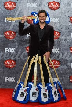 Luke Bryan, Carrie Underwood lead the way at American Country Awards - NBC News Entertainment