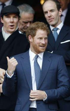 Ce samedi à Londres, le prince Harry a assisté au match de rugby Angleterre-Pays de Galles en compagnie de l'acteur britannique Benedict Cumberbatch.