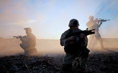 Pretty soldier backround (Taya Little 2560x1600)