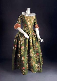 Dress ca. 1700, silk ca. 1680