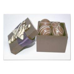 Ovos da páscoa em uma caixa do chocolate artes de fotos