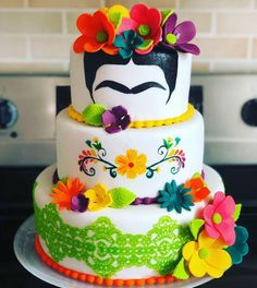 The 20 most beautiful cakes inspired by Frida Kahlo - Pastry World Mexican Birthday Parties, Mexican Fiesta Party, Pretty Cakes, Beautiful Cakes, Frida Kahlo Party Decoration, Frida Kahlo Birthday, Frida Kahlo Wedding, Bolo Neon, New Cake