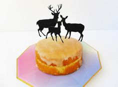 A little glittery reindeer family for the top of your Christmas cake!  ▼▼▼▼▼▼▼▼▼▼▼▼▼▼▼▼▼▼▼▼▼▼▼▼▼▼▼▼▼▼▼▼▼▼▼▼   ♡ PRODUCT OVERVIEW ♡  - 3 deer silhouettes in black glitter.  - Glitter 300gsm card stock. - Mounted on food safe bamboo sticks with pointed ends.  - These cake toppers are one-sided only, the back of the card is plain. ♡ SIZING ♡  - Deers are various sizes - the largest approx 2 tall, the smallest approx 1 tall. ♡ VARIATIONS ♡  - I can provide custom bamboo skewer lengths up to 8…