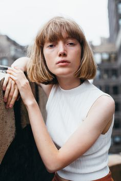 BNG We catch up with Lou Schoof from New York Models to talk designer dreams, ironic emoji usage and growing up too fast. Pretty Hairstyles, Bob Hairstyles, Hair Inspo, Hair Inspiration, Melena Bob, Chica Cool, Girl Short Hair, Bobs, Cut And Color