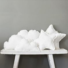DIY cloud and star pillows Diy Pillows, Cushions, White Pillows, Sewing Projects, Diy Projects, Cloud Pillow, Softies, Plushies, Kids Bedroom