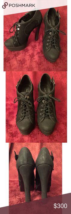 DESIGNER heels - KB by Kurt Geiger DESIGNER platform heels - KG by Kurt Geiger - bought in London at Harrods. Worn once. In fantastic shape with just a few tiny kinks, seen in pictures. Labeled as size 40 UK but fits size 8.5 - 9 US. 6 inch heel 1.5 inch platform. Kurt Geiger Shoes Platforms