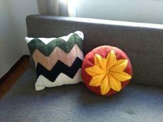 Aprende a tejer un almohadón zig zag o chevrón & Paso a paso Zig Zag Crochet, Knit Crochet, Crochet Cushions, Tapestry Crochet, Floor Pillows, Throw Pillows, Chevron, Make It Yourself, Knitting