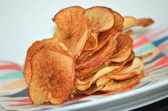 Har i prøvet at lave jeres egne æblechips ? Det kan slet ikke sammenlignes med dem man køber, særligt ikke når de lige kommer ud af ovnen. De smager simpelthen så godt og er dejligt sprøde. De er supe