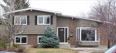 ~ Wind Lost ~: Help Me Paint My House! Options with gray brick. Exterior House Colors, Exterior Paint, Exterior Design, Tri Level House, Mega Greige, Split Level Exterior, Brick Siding, Brick Colors, Modern Farmhouse Exterior
