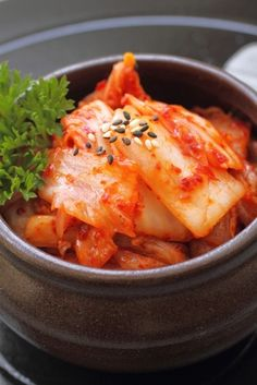 Kimchi jigae (stew) - so simple and yummy. Put 1 cup kim chi in cup of bacon bone broth. Squeeze a bit of lemon on top. I Love Food, Good Food, Radish Kimchi, Best Korean Food, Best Chips, Kimchi Recipe, Korean Dishes, Veggie Side Dishes, Spicy Recipes