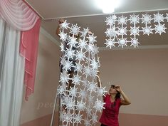 Новогоднее украшение музыкального зала Christmas Window Decorations, Christmas Ornaments, Holiday Decor, Kirigami, New Years Eve, Projects For Kids, Christmas Time, Classroom, Ceiling Lights