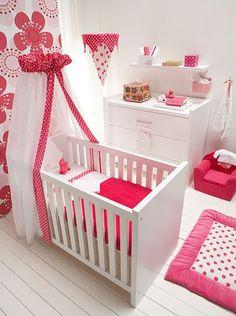 que lindo cuarto para una bebé