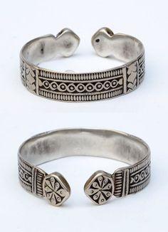 North Africa   Silver bracelet.  Ø 7 cm.  86 grs   Est. 120 - 150€ ~ (Mar '15)