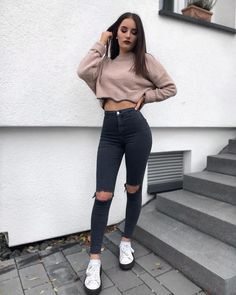 casual and cute summer outfits ideas to inspire - Cute Crop Tops Every Girl Should Own in 2019 - Summer outfits Top Outfits Ideas For Women's Cute And Stylish Cute Summer Outfits, Cute Casual Outfits, Simple Outfits, Stylish Outfits, Cute Everyday Outfits, Teenage Outfits, Outfits For Teens, Winter Fashion Outfits, Fall Outfits
