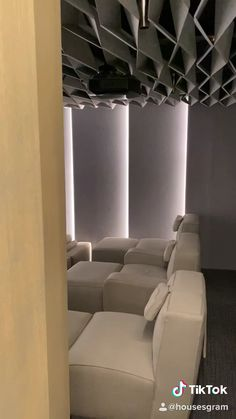 you like this Movie Theater in your home? Located in the BEVERLY Hills Flats. Located in the BEVERLY Hills Flats. Located in Hollywood and an entertainers dream 🙌 Located in Hollywood in the bathroom of the screening room! Home Theater Room Design, Small House Interior Design, Home Theater Rooms, Home Theater Seating, Home Room Design, Dream Home Design, Modern House Design, Home Theater Lighting, Home Theater Furniture