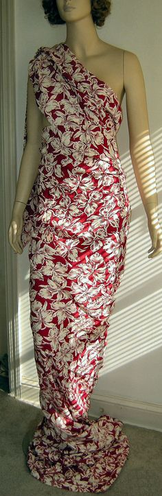 Wonderful Red and White Vintage 1940's Floral Print DAFFODILS Dress Fabric Remnant 4+ Yrds