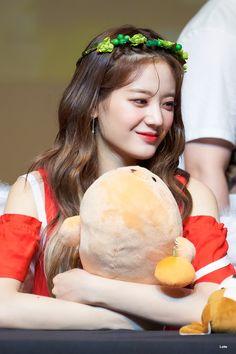 Kpop Girl Groups, Korean Girl Groups, Kpop Girls, Seolhyun, Magical Girl, Korean Singer, Pop Group, South Korean Girls, Idol