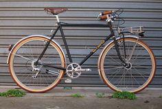 Velo Orange Polyvalent Porteur, Built by Commuter Cycles, Brunswick, Melbourne, Australia Bici Retro, Velo Retro, Velo Vintage, Retro Bicycle, Vintage Bicycles, Touring Bicycles, Touring Bike, Bicicletas Raleigh, Indoor Bike Rack