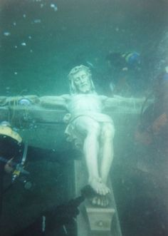 Little Traverse Bay in Petoskey- underwater crucifix in Lake Michigan. The underwater crucifix has been in Lake Michigan for decades. It weighs more than pounds. It's dedicated as a memorial to those who have lost their lives on the water. Lago Michigan, Michigan Travel, State Of Michigan, Northern Michigan, Higgins Lake Michigan, Torch Lake Michigan, The Mitten State, Underwater City, Traverse City