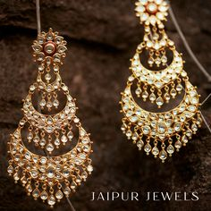 Most Dazzling Chand baali Earring Designs you Can't Miss Saving! Indian Jewelry Earrings, Indian Jewelry Sets, Fancy Jewellery, Jewelry Design Earrings, Indian Wedding Jewelry, Gold Earrings Designs, Ear Jewelry, Stylish Jewelry, Bridal Jewelry Sets