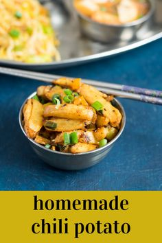 A very spicy and tasty Indo-Chinese style dish that just takes the potatoes to another level. Vegetarian Platter, Vegetarian Snacks, Best Vegetarian Recipes, Meat Recipes, Indian Food Recipes, Easy Chilli, Chilli Potato, Eat Happy, Thai Street Food