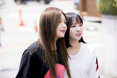 Gfriend eunha and umji for 'Hello Counselor' recording Cr: twitter