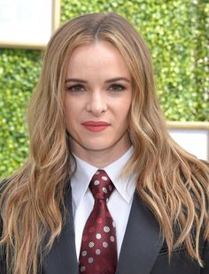 Kinky, Queer and Ds World: Photo Women Ties, Suits For Women, School Girl Outfit, Girl Outfits, Women Wearing Ties, Danielle Panabaker, Sexy Blouse, Just Girl Things, Looking For Women