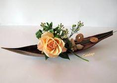 Blog de Cataleya-rose - Skyrock.com Tropical Flower Arrangements, Ikebana Flower Arrangement, Ikebana Arrangements, Arte Floral, Deco Floral, Palm Tree Crafts, Arreglos Ikebana, Palm Frond Art, Corporate Flowers