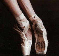 Ballet Beautiful - Boston Ballet Principal Dancer Dusty Button in Third Symphony of Gustav Mahler: A Ballet by John Neumeier. Tutu, Dance Like No One Is Watching, Just Dance, Pointe Shoes, Ballet Shoes, Natalia Romanova, Ballet Photography, Tiny Dancer, Ballet Beautiful