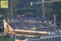 Achter de kazerne #Afas #stadion #kvmechelen in aanbouw van op Sint-Romboutstoren (volle bak - tijdens een wedstrijd)