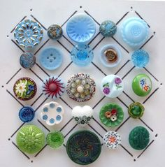 VINTAGE GLASS FLOWER BUTTONS / GREEN & AQUA