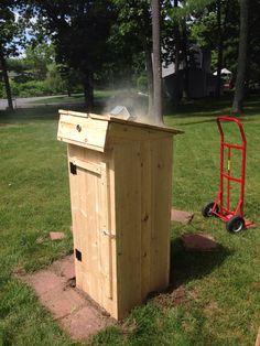 Another little backyard smokehouse Build A Smoker, Diy Smoker, Homemade Smoker, Backyard Smokers, Outdoor Smoker, Smoke House Plans, Carne Defumada, Smoker Cooker, Ugly Drum Smoker