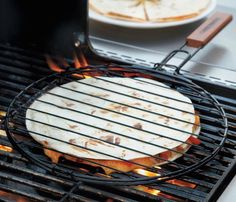 With a stylish design and a sturdy rosewood handle, the Quesadilla Grilling Basket is perfect for any BBQ party you organize.