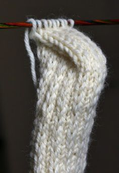 Diy Crafts Knitting, Diy Crafts Crochet, Yarn Crafts, Knitting Projects, Crochet Socks, Knitted Slippers, Knitting Socks, Knitted Hats, Intarsia Patterns