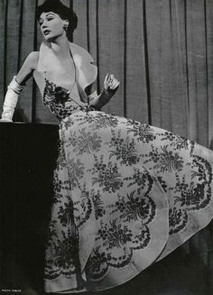 Sophie Malgat is wearing an evening dress of black lace flowers over white organdy by Jacques Heim, photo by Herbert Tobias, L'Officiel, 1953 1950s Fashion Women, Vintage Fashion 1950s, Vintage Couture, Retro Fashion, Guy Laroche, Vintage Glamour, Vintage Beauty, Vintage Dresses, Vintage Outfits