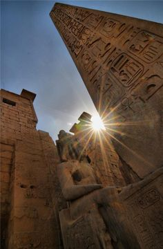 Luxor, Egypt - All the incredible Ancient Egyptian temples and monuments have to be seen to be believed Ancient Ruins, Ancient Egypt, Ancient History, Art History, Places To Travel, Places To See, Empire Romain, Kairo, Ancient Architecture